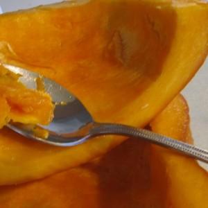 4-scoop-out-pumpkin-meat-300x300